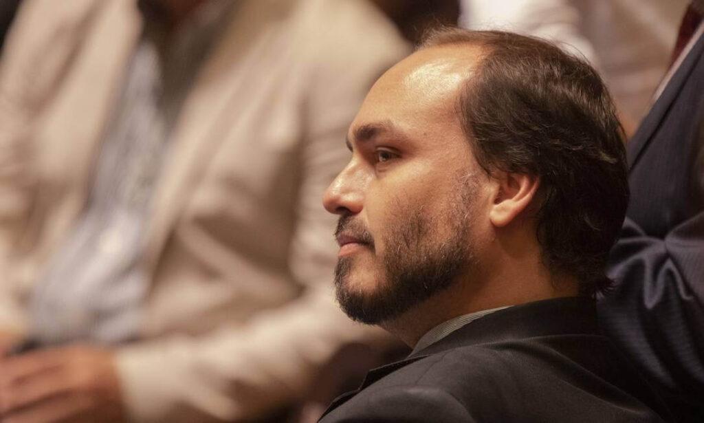Carlos Bolsonaro indica ação de 'Ongs vagabundas'