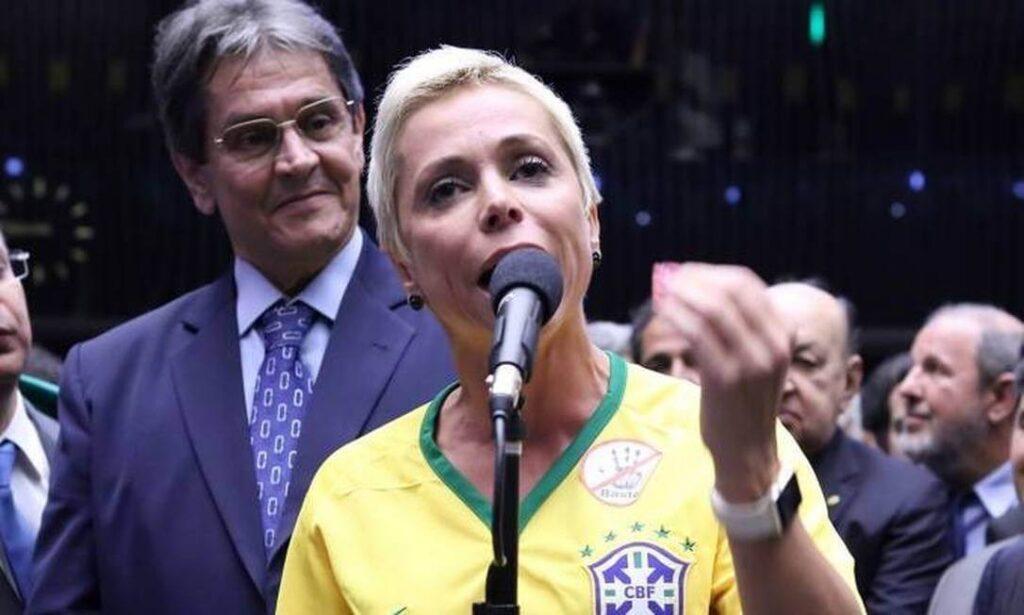 Cristiane Brasil se apresenta à polícia