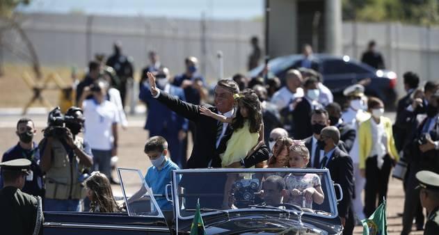 Bolsonaro participa de ato do Dia da Independência