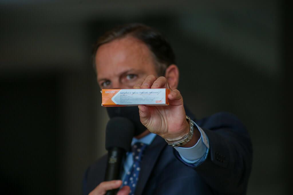 Doria tenta vender coronavac ao Ministério da Saúde