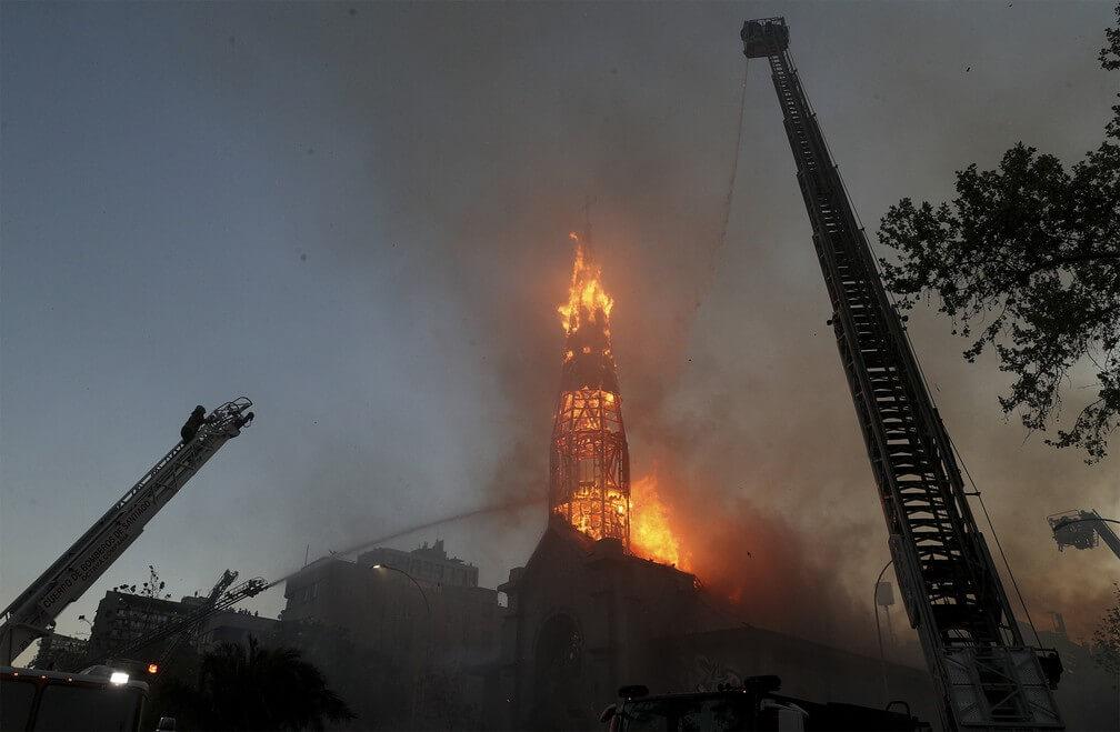 Cristofobia: igrejas são incendiadas no Chile