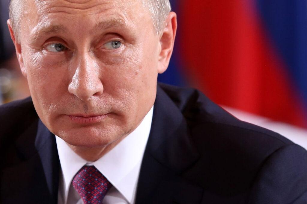 Vladimir Putin é um ditador que está no poder há mais de vinte anos