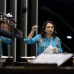 Por 5G chinesa Kátia Abreu quer Ernesto Araújo fora