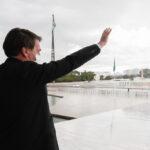 """""""Só Deus me tira daqui"""", diz Bolsonaro"""
