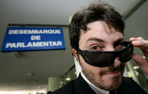 Choque anafilático deixa Danilo Gentili irreconhecível