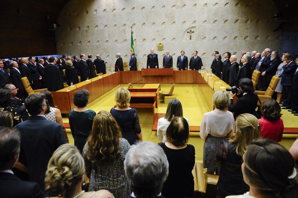 Gilmar Mendes e Barroso batem-boca no STF
