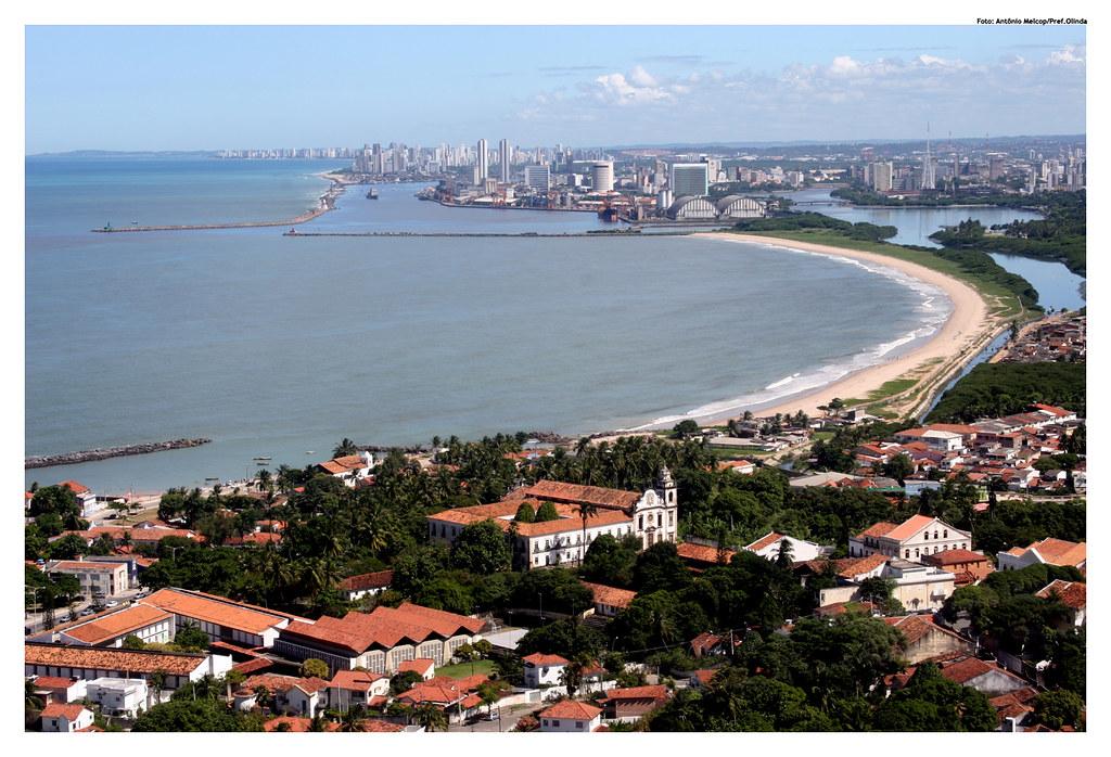 Protesto em Olinda pede renda básica durante a pandemia